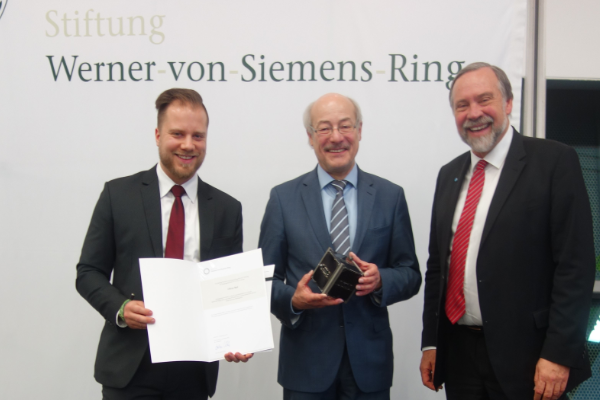 Oliver Ruf is accepted into the junior staff network of the Werner-von-Siemens-Ring Foundation